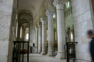 St.Benoit sur Loire 周歩廊