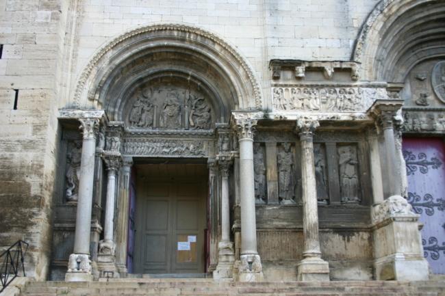 St.Gilles du Gardのファサード