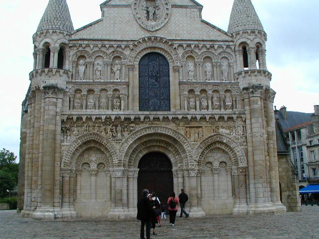 Notre Dame la Grandeのファサード