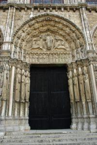 Chartres 中央扉口