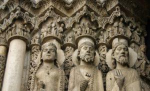 Chartres 扉口彫刻