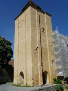 Paunat 教会堂正面