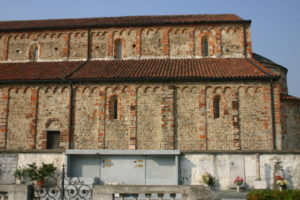Oleggio 教会堂側面