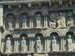 Sanguesa 教会堂正面彫刻