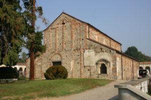 Oleggio 教会堂正面