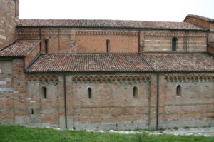 Vezzolano 教会堂側面