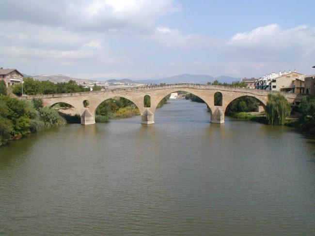 Puente la Reina  ロマネスクのの橋