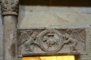 Pavia 楣彫刻