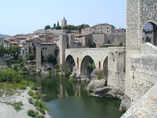 Besalu ロマネスクの橋