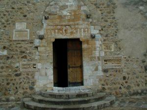 St.Genis des Fontaines 扉口