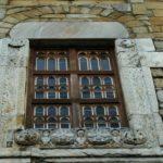 St.Andre de Sorede 窓彫刻
