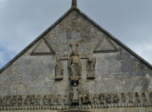 St.Jouin de Marnes ファサード彫刻