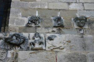 Champagne sur Rhone 壁面彫刻
