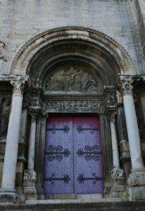 St.Gilles du Gard 右扉口