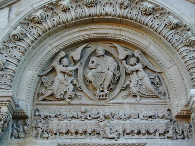 St.Julien de Jonzy 楣の「最後の晩餐」