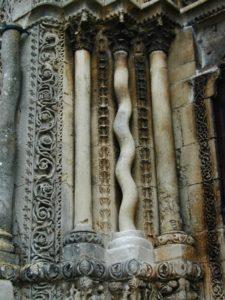 Avallon 側柱