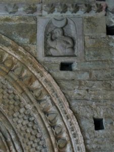 St.Pons de Thomieres 扉口彫刻