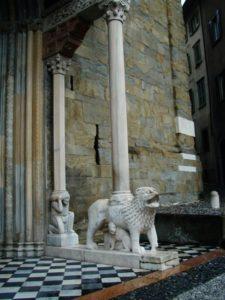 Bergamo 扉口彫刻