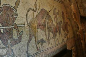 Lescar 「野生の山羊を倒す牝ライオン」の床モザイク