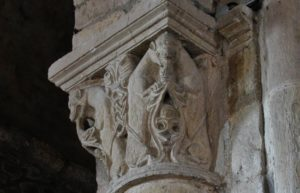 Varen 柱頭彫刻