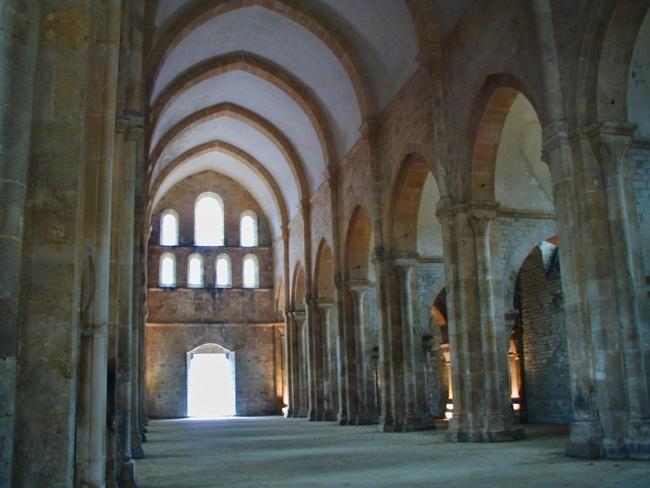 Bourgogne,Fontenay 身廊