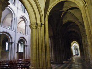 Caen / St.Etienne 側廊