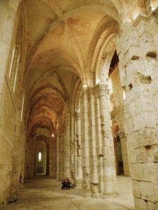 Bernay 側廊