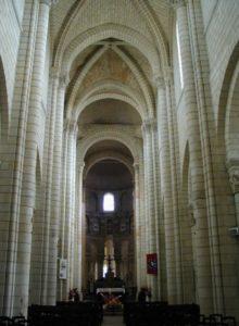St.Aignan sur Cher 身廊
