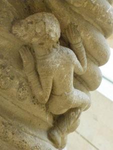 Coulombs 円柱彫刻 12c中期