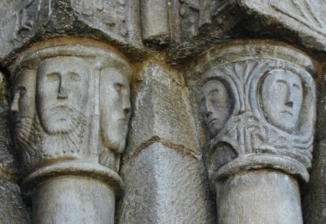 アラン谷/ Escunhau 扉口の柱頭彫刻