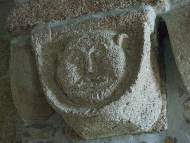Bretagne/ Priziac 柱頭彫刻
